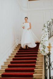 Descente-des-escalier-de-la-belle-mariee-Charlotte